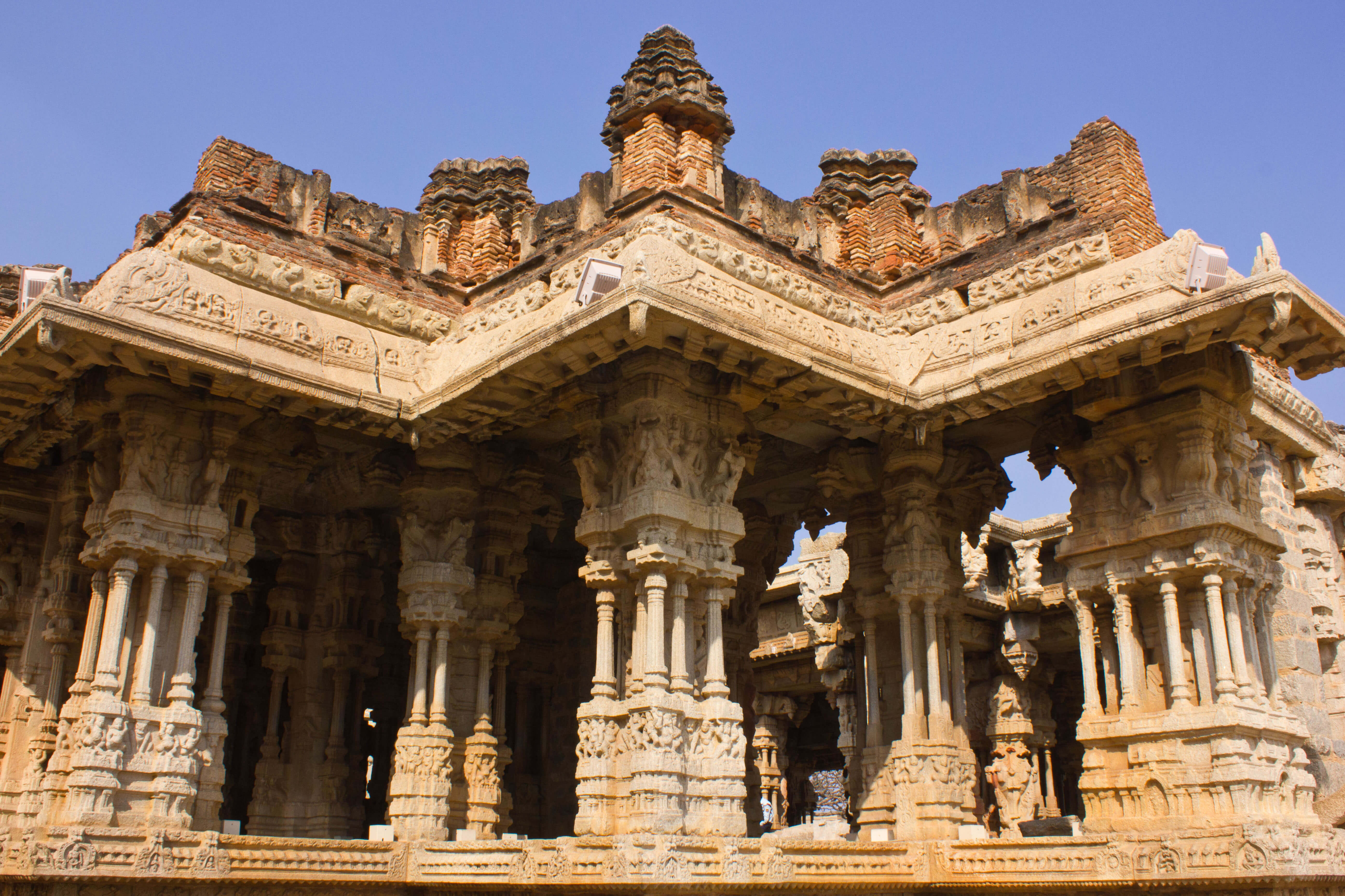 Hampi hampi karnataka outing piligrim make my hangout for Architectural columns